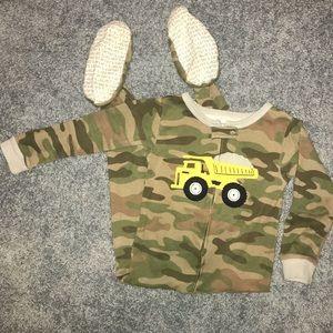 Carter's dump truck camo print footed pajamas• 4T